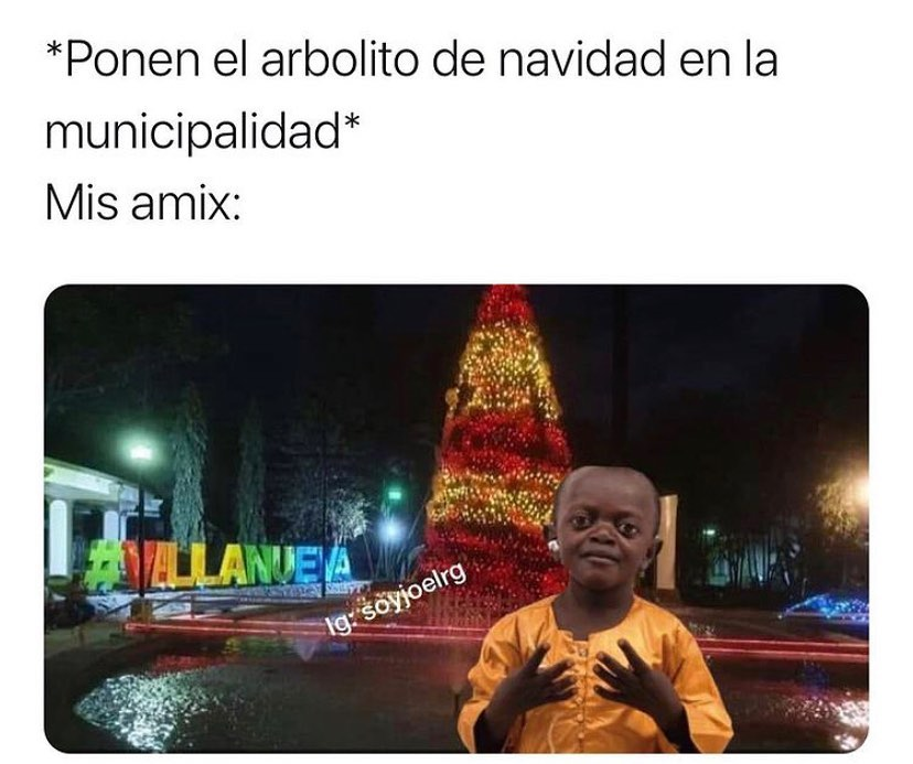 *Ponen el arbolito de navidad en la municipalidad*  Mis amix: