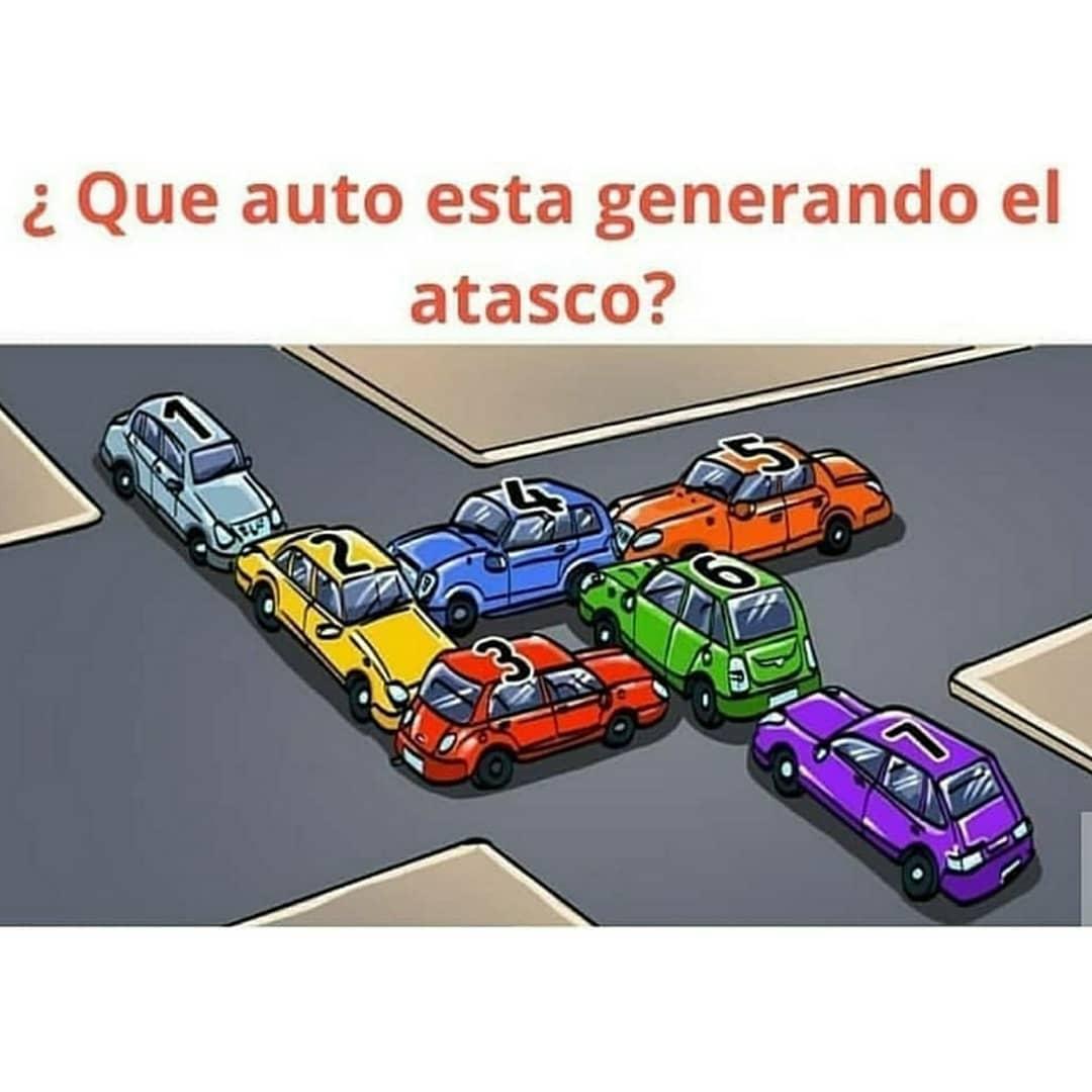 ¿Qué auto está generando el atasco?