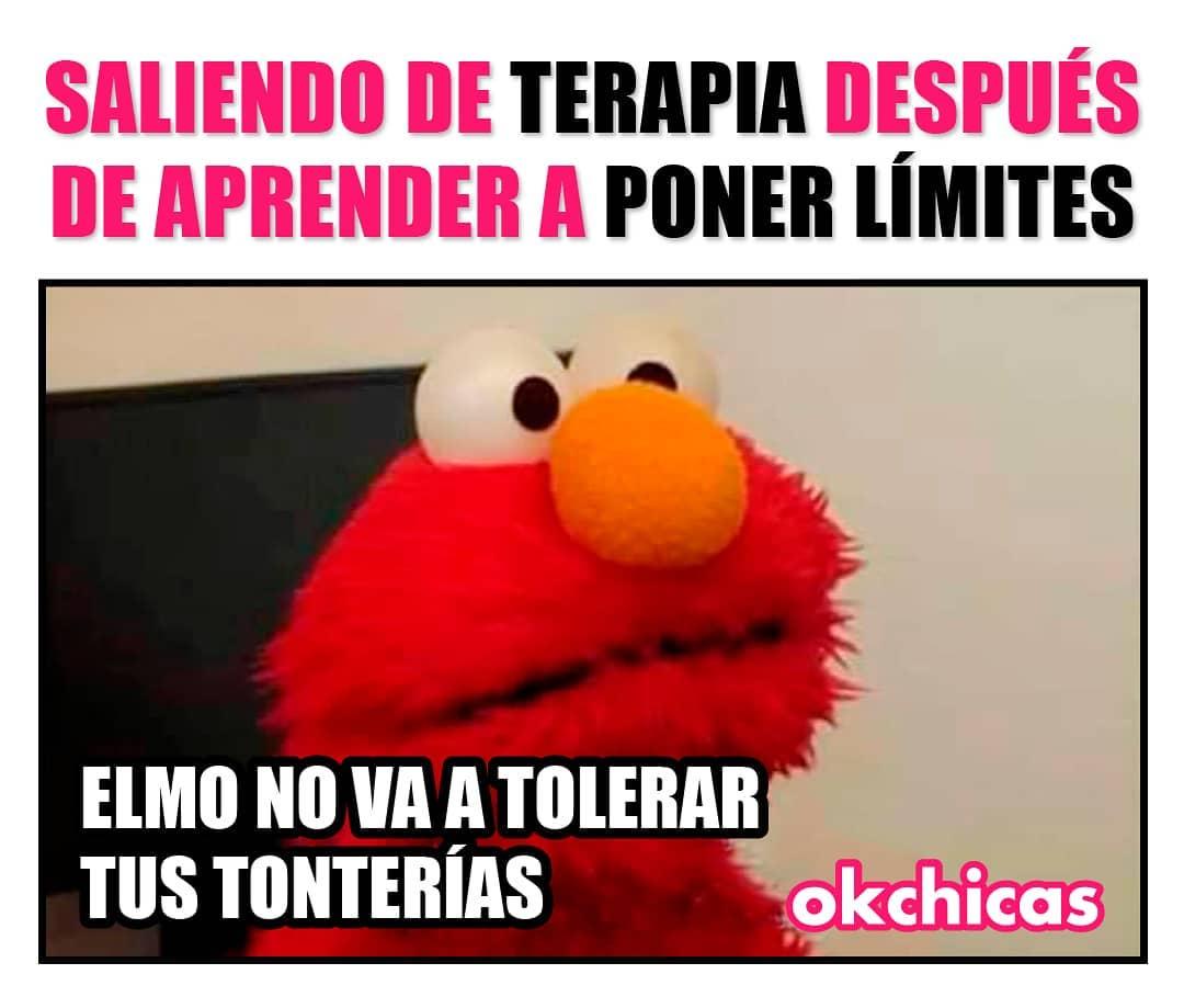 Saliendo de terapia después de aprender a poner límites.  Elmo no va a tolerar tus tonterías.