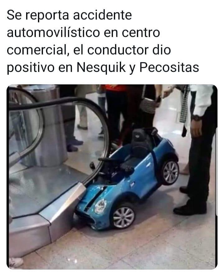 Se reporta accidente automovilístico en centro comercial, el conductor dio positivo en Nesquik y Pecositas.