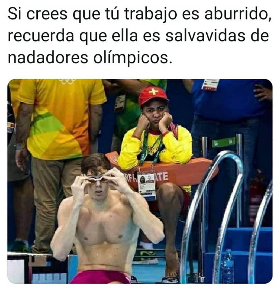 Si crees que tu trabajo es aburrido, recuerda que ella es salvavidas de nadadores olímpicos.