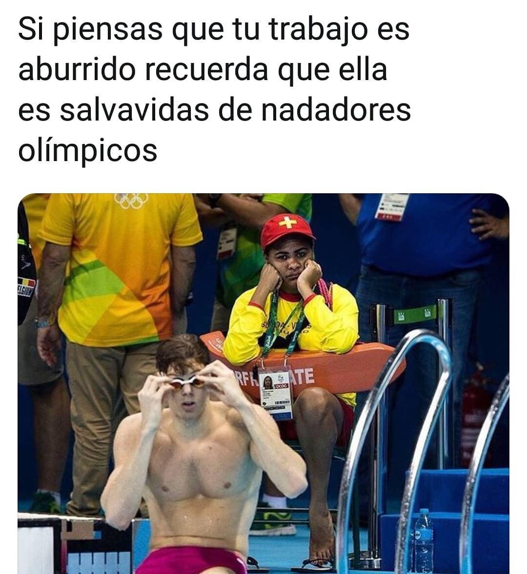 Si piensas que tu trabajo es aburrido recuerda que ella es salvavidas de nadadores olímpicos.