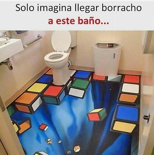 Solo imagina llegar borracho a este baño...