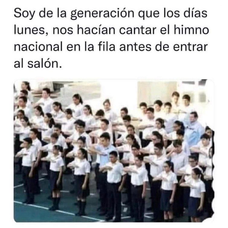 Soy de la generación que los días lunes, nos hacían cantar el himno nacional en la fila antes de entrar al salón.