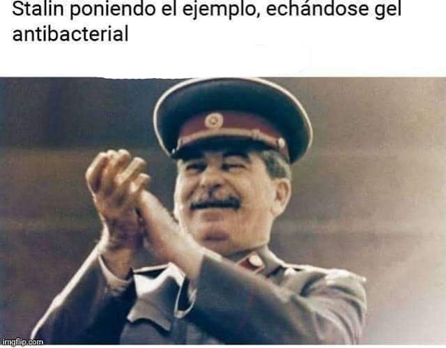 Stalin poniendo el ejemplo, echándose gel antibacterial.