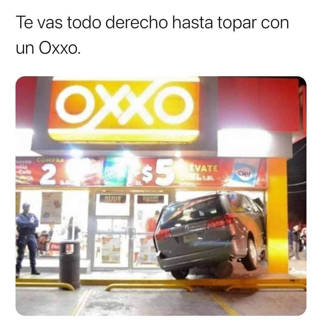 Te vas todo derecho hasta topar con un Oxxo.