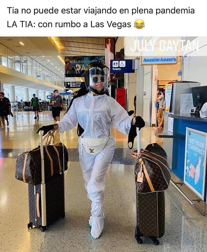 Tía no puede estar viajando en plena pandemia.  La tía: con rumbo a Las Vegas.