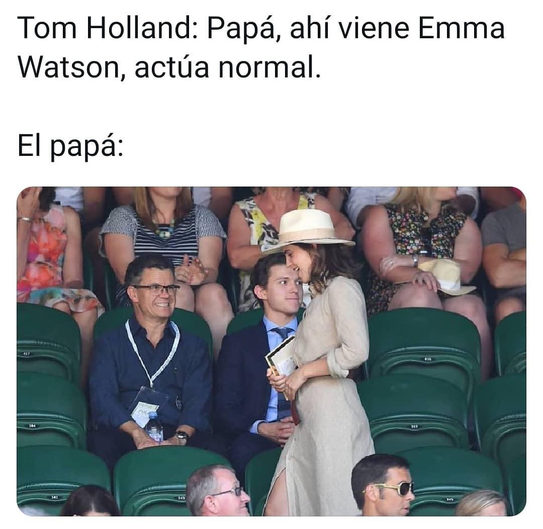 Tom Holland: Papá, ahí viene Emma Watson, actúa normal.  El papá:
