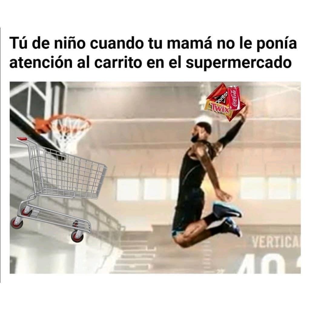 Tú de niño cuando tu mamá no le ponía atención al carrito en el supermercado.