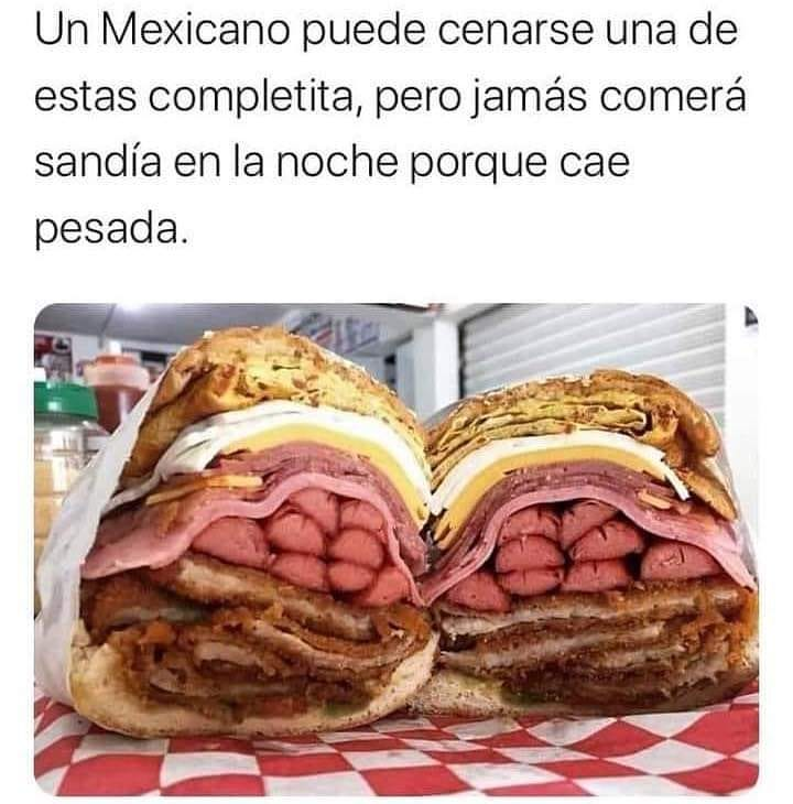 Un mexicano puede cenarse una de estas completita, pero jamás comerá sandía en la noche porque cae pesada.