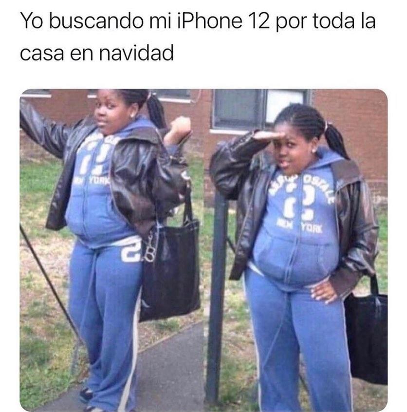 Yo buscando mi iPhone 12 por toda la casa en navidad.