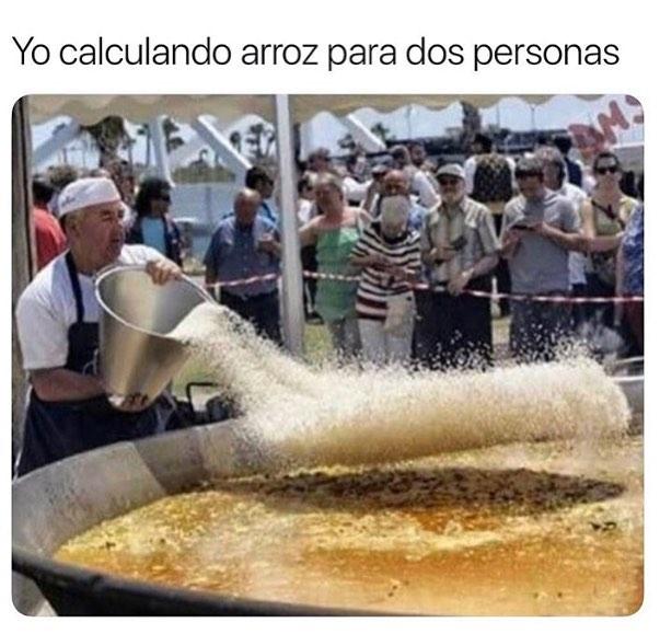Yo calculando arroz para dos personas.