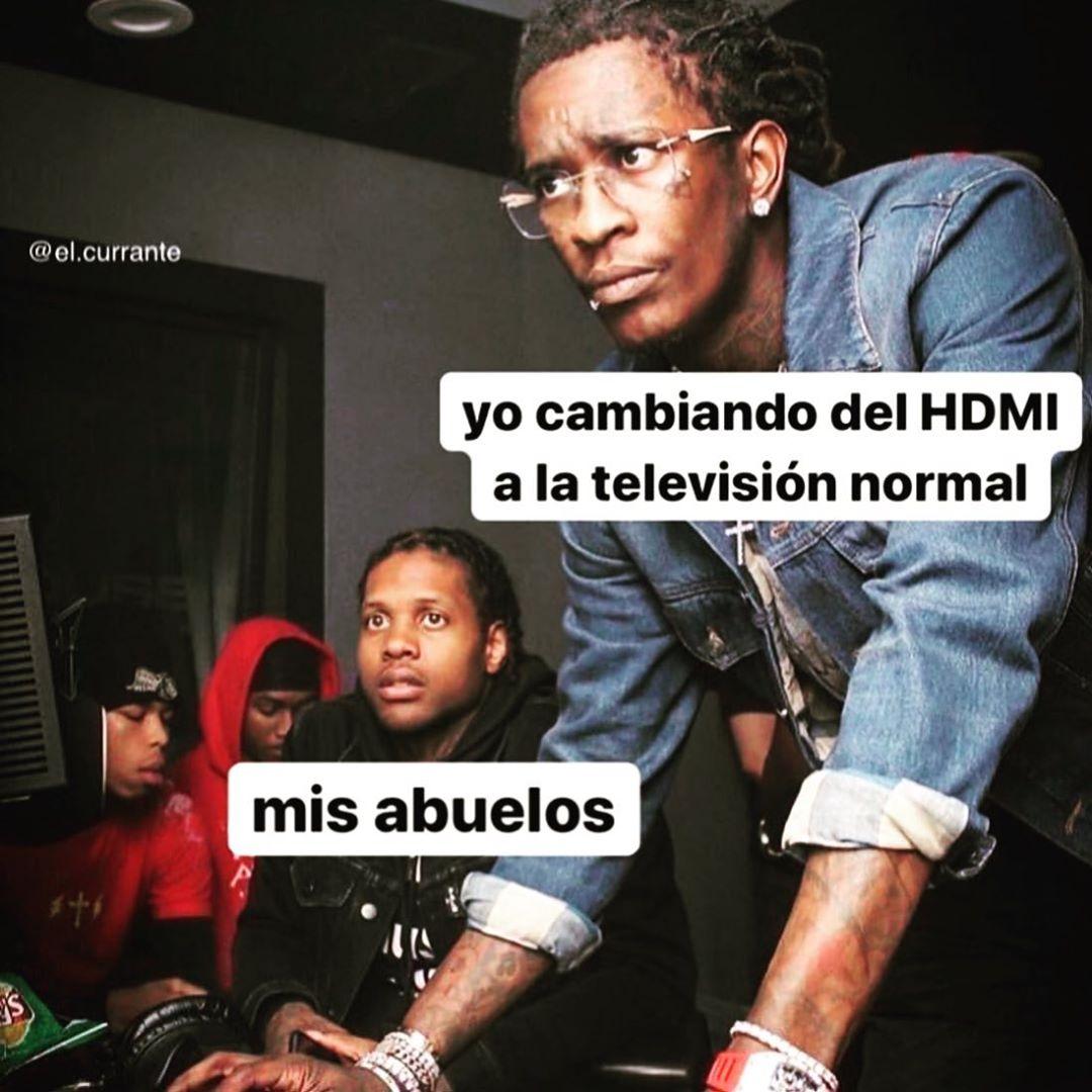 Yo cambiando del HDMI a la televisón normal.  Mis abuelos.