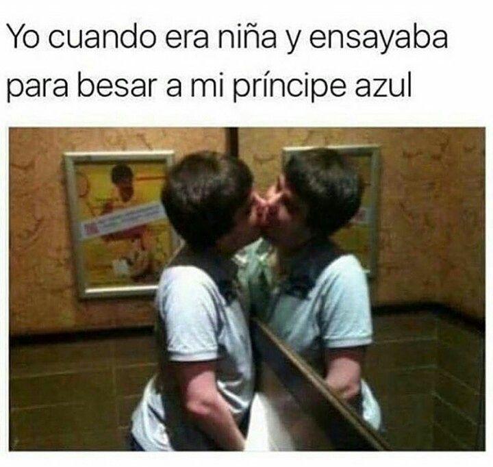 Yo cuando era niña y ensayaba para besar a mi príncipe azul.