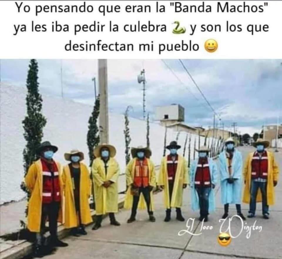 """Yo pensando que eran la """"Banda Machos"""" ya les iba pedir la culebra y son los que desinfectan mi pueblo."""