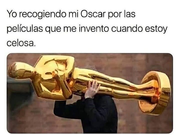 Yo recogiendo mi Oscar por las películas que me invento cuando estoy celosa.
