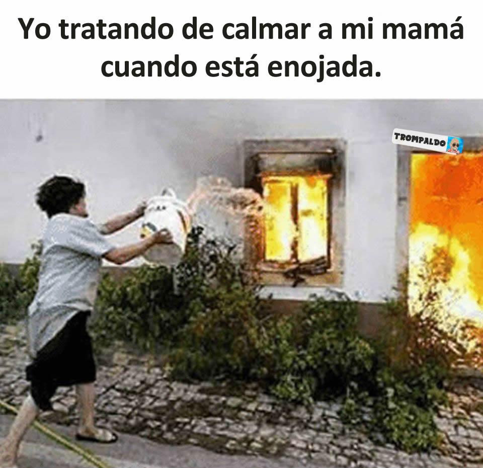 Yo tratando de calmar a mi mamá cuando está enojada.
